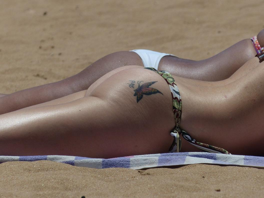Sexy zadočky na pláži